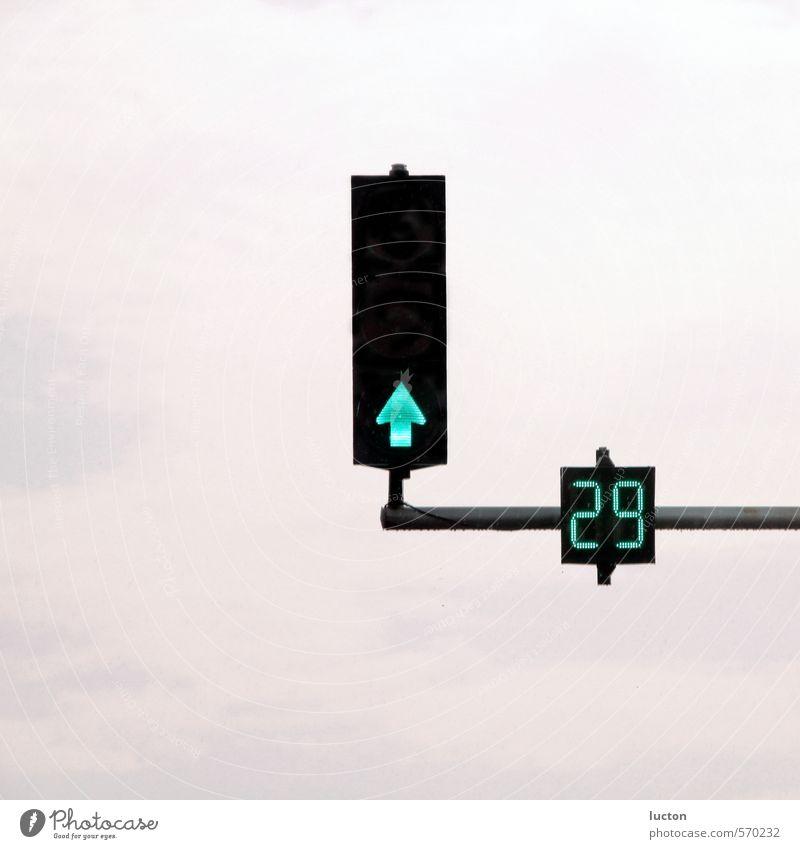 Ampel 29 blau Stadt grün Wolken schwarz Straße Metall Schilder & Markierungen Hinweisschild Technik & Technologie Ziffern & Zahlen Zeichen Pfeil Verkehrswege