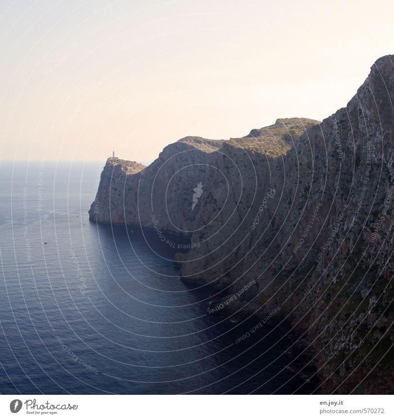 jwd Natur Ferien & Urlaub & Reisen blau Wasser Meer Landschaft Ferne Berge u. Gebirge Küste Freiheit Felsen braun hoch Insel Abenteuer Sicherheit