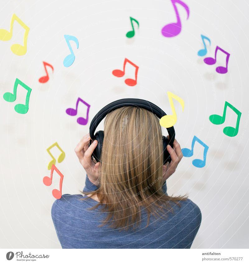 Lost in music Mensch Frau Jugendliche Junge Frau Freude 18-30 Jahre Erwachsene feminin Haare & Frisuren Feste & Feiern außergewöhnlich Kopf Party Freizeit & Hobby Musik blond