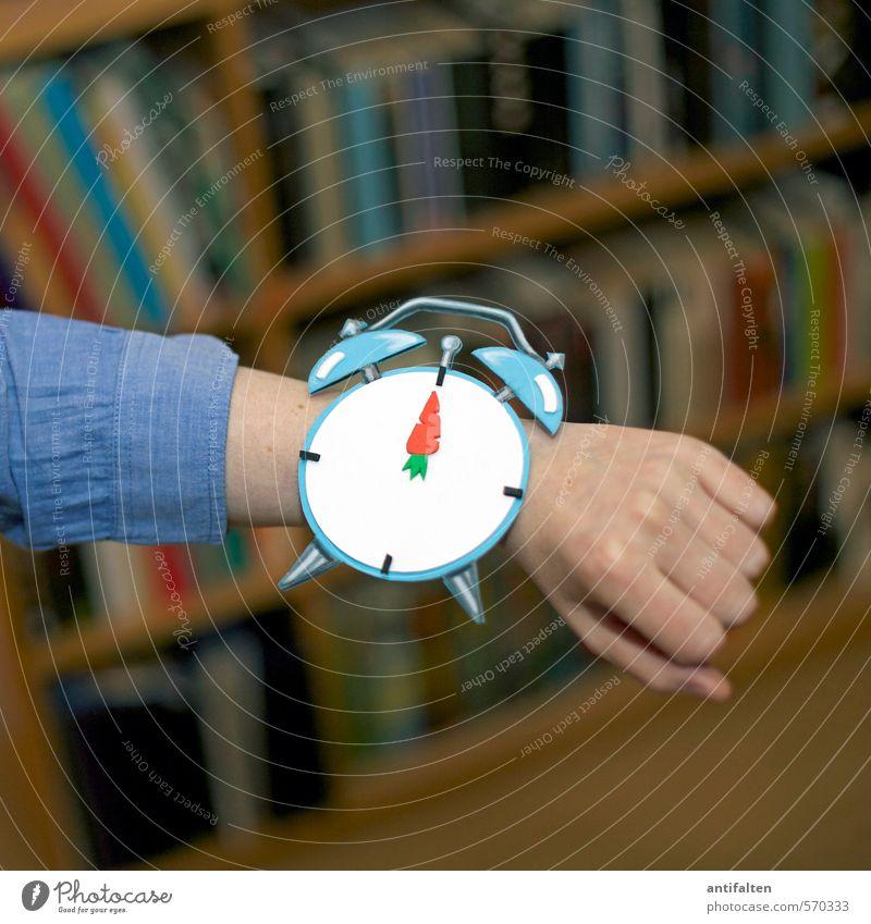 It's photocase time Mensch Frau Jugendliche Hand Junge Frau 18-30 Jahre Erwachsene feminin Innenarchitektur Linie Freizeit & Hobby Körper Wohnung Raum Uhr Arme