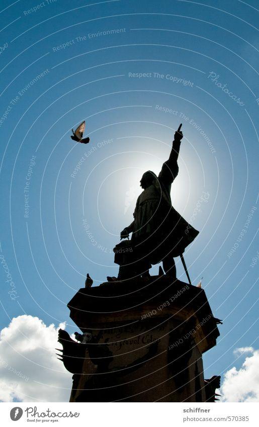 Punktsieg | mit Fingerzeig blau Tier Vogel Flügel Zeichen Bauwerk Wahrzeichen Denkmal Richtung Sehenswürdigkeit Statue Trennung Taube Zeigefinger richtungweisend Heiligenschein