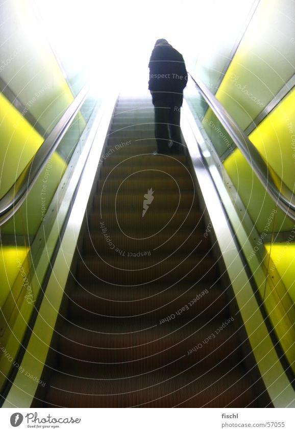 way 2 heaven Senior Treppe kaputt zerbrechlich Zürich bezaubernd Rolltreppe Autobahnauffahrt Himmelstor besonnen Männlicher Senior