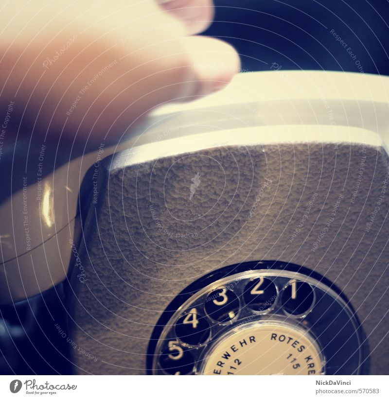 Es klingelt! Hand sprechen Business Büro Technik & Technologie Telekommunikation retro Telefon Ziffern & Zahlen Kontakt Vergangenheit Handy hören Verbindung Dienstleistungsgewerbe analog