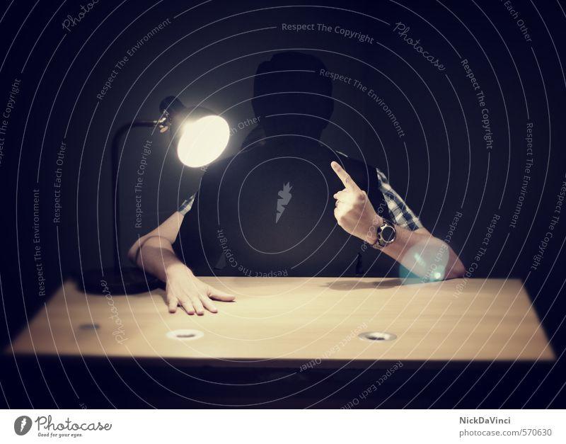 Obacht! maskulin Arme Hand Finger schreien Aggression Ärger bedrohlich beobachten lügen Denken drohen Einsamkeit Fragen Gefühle geheimnisvoll Kommunizieren