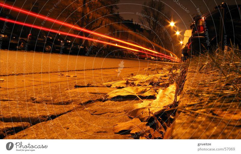 Flucht Geschwindigkeit Bremen Nacht dunkel Blatt Fluchtpunkt Straßenrand Laterne Außenaufnahme Langzeitbelichtung parkende autos