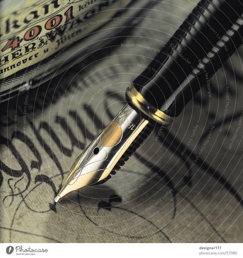 Füller Füllfederhalter Tintenfaß schwarz Typographie Schreibwaren Brief Text Papier Design Romantik Dinge Schriftzeichen Digitalfotografie schreiben gold silber