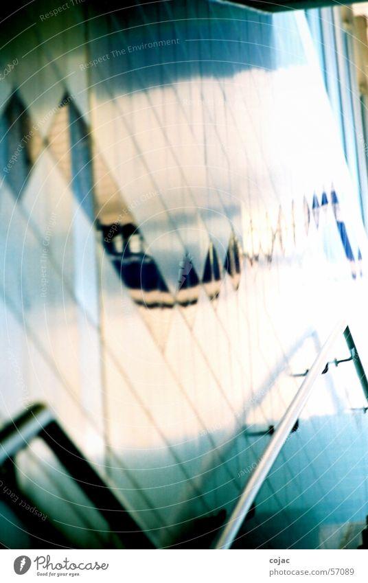 geh mal hoch Bahnhof U-Bahn Geländer Treppengeländer blau Fliesen u. Kacheln Wand