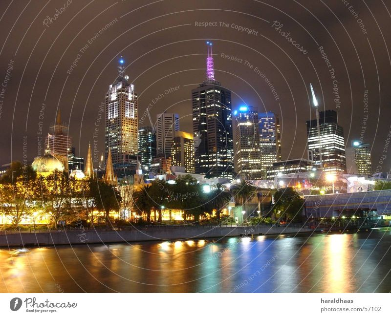 Melbourne CBD Australien Stadtzentrum Skyline Hochhaus Yarra Fluss Nachtaufnahme Farbfoto Außenaufnahme Menschenleer Kunstlicht Langzeitbelichtung Licht