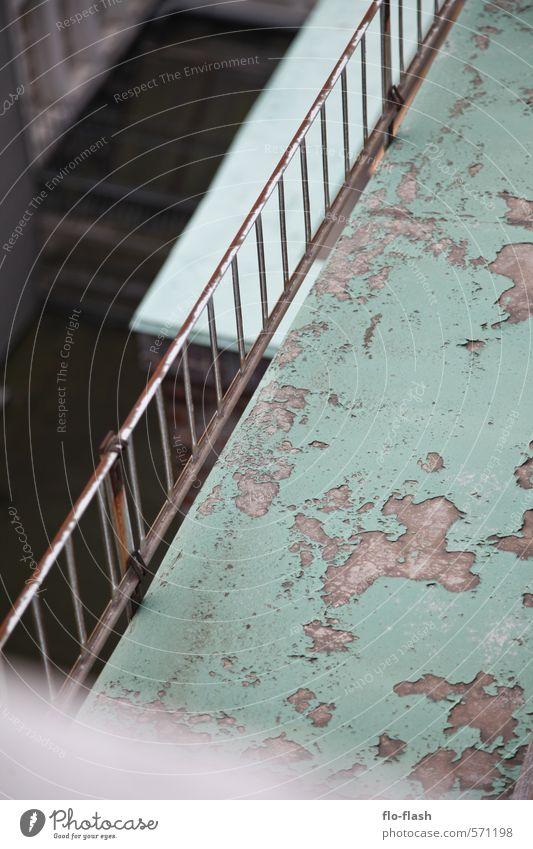 Hamburger Farbeindruck Stadt Hafenstadt Stadtzentrum Menschenleer Hochhaus Fabrik Ruine Parkhaus Gebäude Fassade Balkon Terrasse Dach Beton Metall stehen hoch