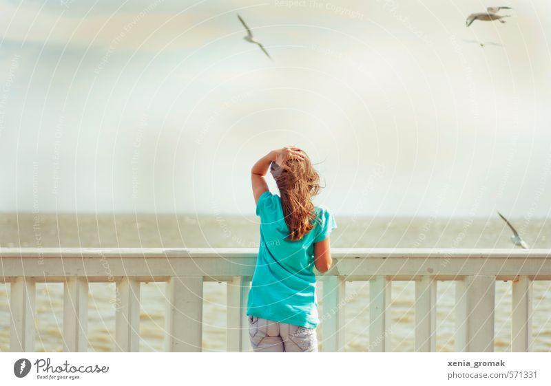 am Hafen Mensch Kind Ferien & Urlaub & Reisen Jugendliche Sommer Sonne Meer Mädchen Strand Ferne feminin Spielen Freiheit Freizeit & Hobby Wellen Tourismus