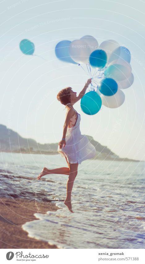 99 Luftballons Mensch Frau Kind Ferien & Urlaub & Reisen Jugendliche Sommer Sonne Meer Junge Frau Freude Strand Ferne 18-30 Jahre Erwachsene Leben feminin