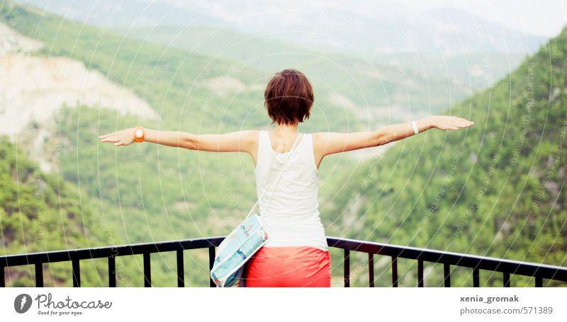Über den Bergen Mensch Frau Kind Natur Ferien & Urlaub & Reisen Jugendliche Sommer Sonne Junge Frau 18-30 Jahre Ferne Umwelt Erwachsene Berge u. Gebirge feminin Sport