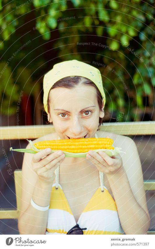 Mittagszeit Mensch Frau Kind Ferien & Urlaub & Reisen Jugendliche Sommer Sonne Junge Frau Freude 18-30 Jahre Ferne Erwachsene feminin Essen Freiheit