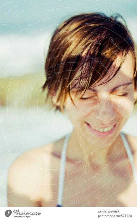sommerlich Mensch Frau Kind Jugendliche Ferien & Urlaub & Reisen Sommer Sonne Meer Junge Frau Freude Strand Ferne 18-30 Jahre Erwachsene Leben Gefühle