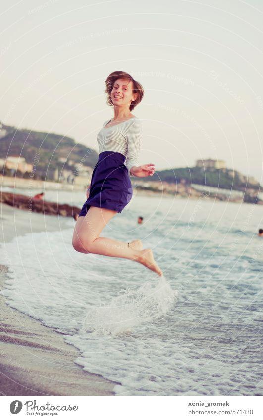 endlich Urlaub Mensch Frau Ferien & Urlaub & Reisen Jugendliche Sommer Sonne Meer Junge Frau Strand Ferne 18-30 Jahre Erwachsene Leben feminin Sport Freiheit