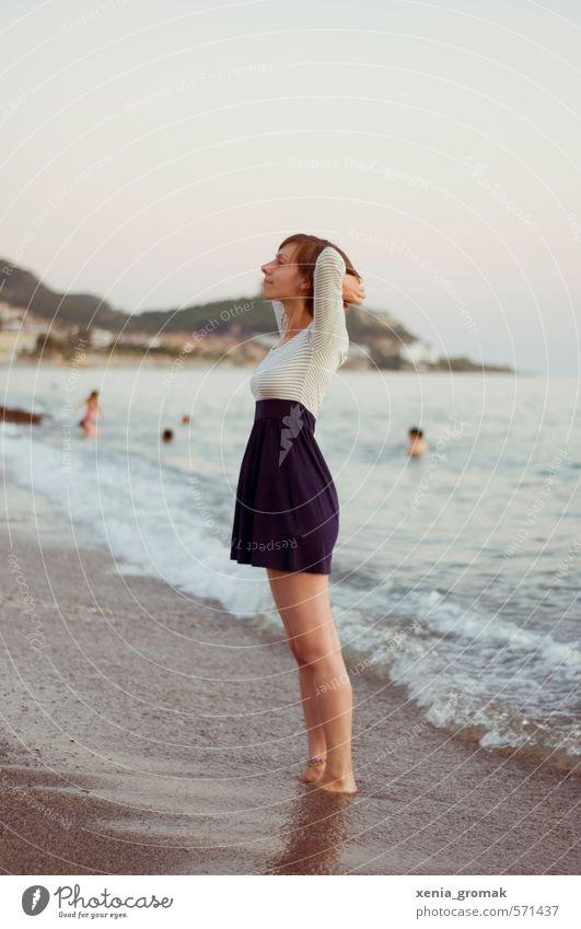 Urlaub Mensch Frau Kind Ferien & Urlaub & Reisen Jugendliche Sommer Sonne Meer Junge Frau Strand Ferne 18-30 Jahre Erwachsene Leben Gefühle feminin