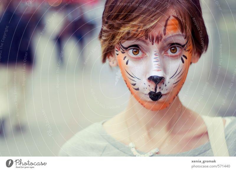 Kinderschminken Katze Mensch Frau Jugendliche Junge Frau Freude 18-30 Jahre Gesicht Erwachsene Leben Gefühle feminin Spielen Feste & Feiern außergewöhnlich