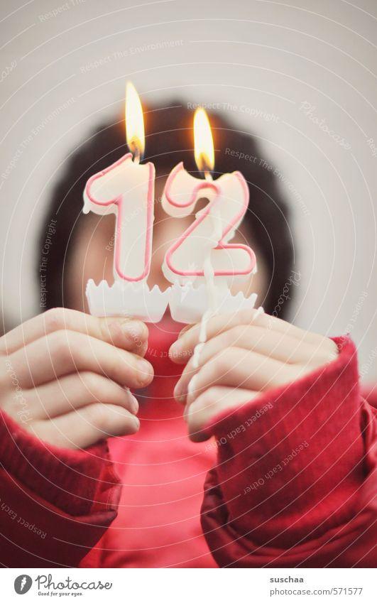 12.12.2013 Kind Kindheit Kindergeburtstag Geburtstag Kerze Feuer Flamme Feste & Feiern Finger Hand Jugendliche Junge Frau 8-13 Jahre Wachs brennen Glückwünsche