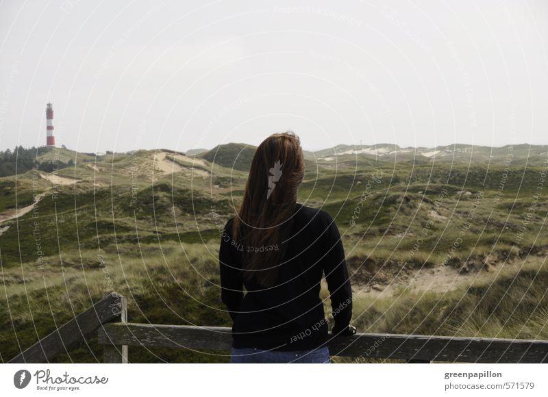 Frau blickt über die Dünen von Amrum Natur Jugendliche Ferien & Urlaub & Reisen Erholung Junge Frau Landschaft ruhig Strand Ferne Erwachsene feminin