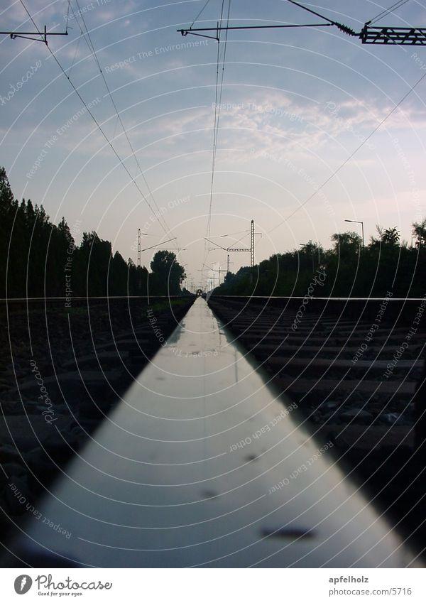 vorsicht zug Eisenbahn Gleise Perspektive