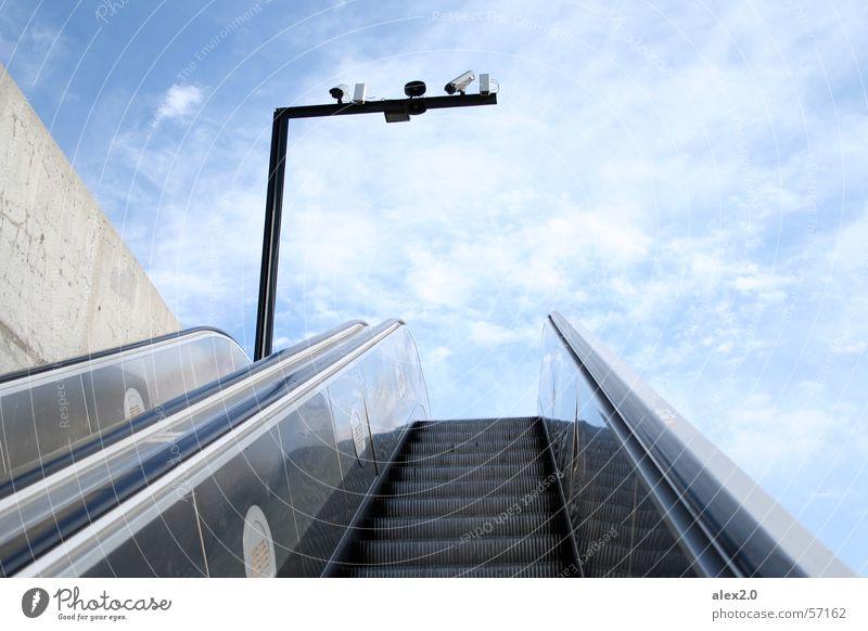 Stairway to heaven... Rolltreppe Wolken Überwachungskamera Barcelona Spanien Treppe Himmel blau aufwärts hoch Fotokamera stairway escalator blue clouds upwards