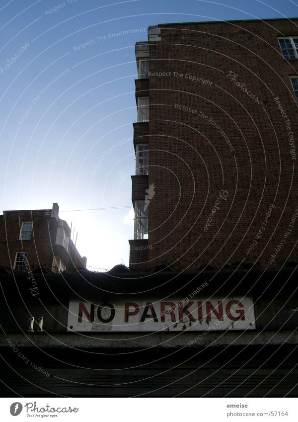 No Parking Himmel Sonne Haus dunkel hell Schilder & Markierungen London Nottinghill