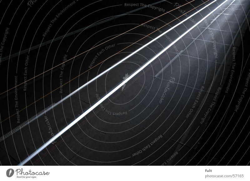 ganz schnell Autobahn Licht Langzeitbelichtung weiß Streifen Nacht Stil Schwung dunkel Linie Lampe Bewegung hell