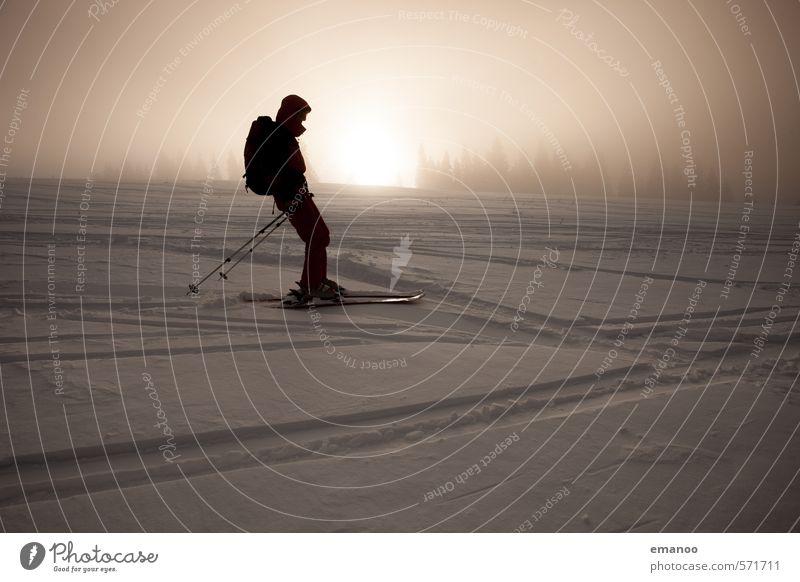 Skitour Mensch Ferien & Urlaub & Reisen Mann Sonne Landschaft Winter Erwachsene Berge u. Gebirge Schnee Freiheit Eis Lifestyle Tourismus wandern Ausflug Abenteuer
