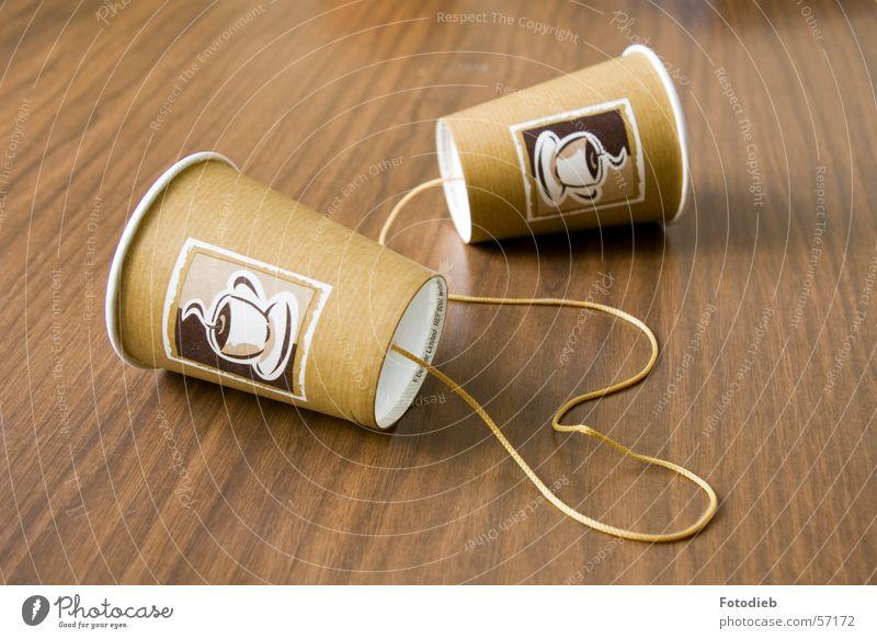 Hörbecher2 sprechen braun Zusammensein Telekommunikation Schnur Telefon Kaffee hören Verbindung Trennung Basteln Funktechnik Becher Handarbeit Kaffeetrinken