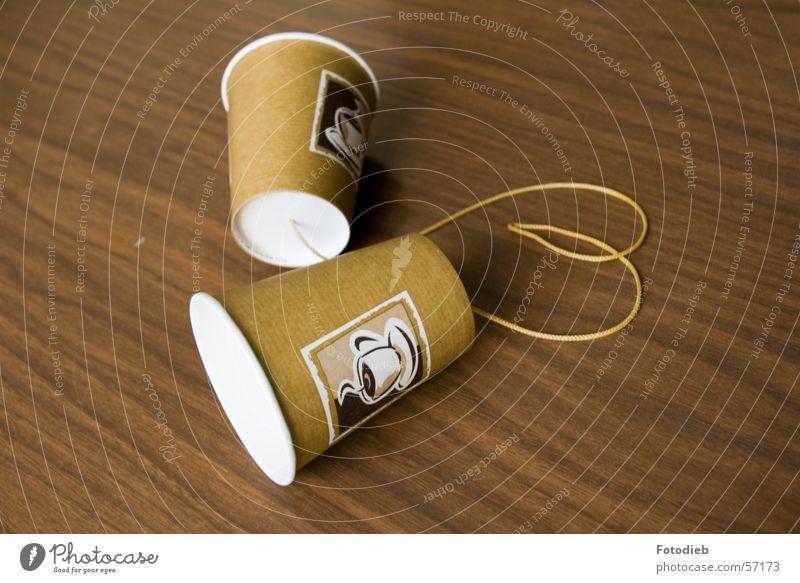 Hörbecher3 Kaffee Becher Basteln Telefon Herz Schnur hören Zusammensein braun Trennung 2 Verbindung Kontakt Makroaufnahme Schwache Tiefenschärfe Verbundenheit