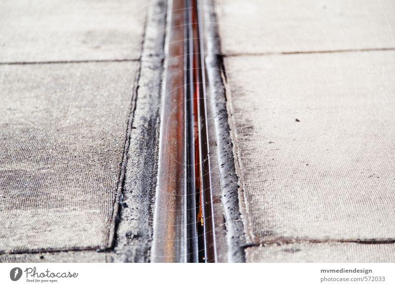 Schiene Verkehrswege Öffentlicher Personennahverkehr Schienenverkehr Straßenbahn Schienennetz frei Farbfoto Außenaufnahme Menschenleer