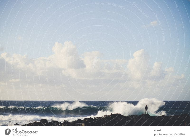 Wellen Ferien & Urlaub & Reisen Abenteuer Strand Meer Insel maskulin Leben 1 Mensch Natur Landschaft Wasser Himmel Wolken Wind Atlantik Lanzarote Erholung
