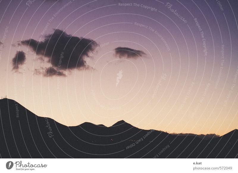 Sonnenaufgang Natur Himmel Hügel Felsen Berge u. Gebirge Insel Lanzarote violett Leben Umwelt Farbfoto Textfreiraum rechts Textfreiraum Mitte Morgendämmerung