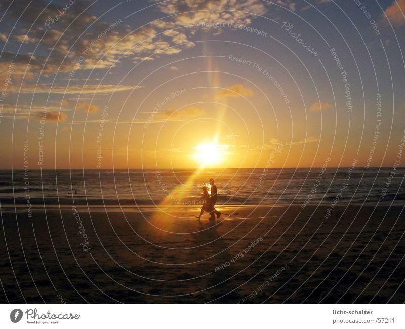 walkin sunset Mensch Wasser Himmel Sonne Meer ruhig Wolken dunkel Sand hell Stimmung gehen