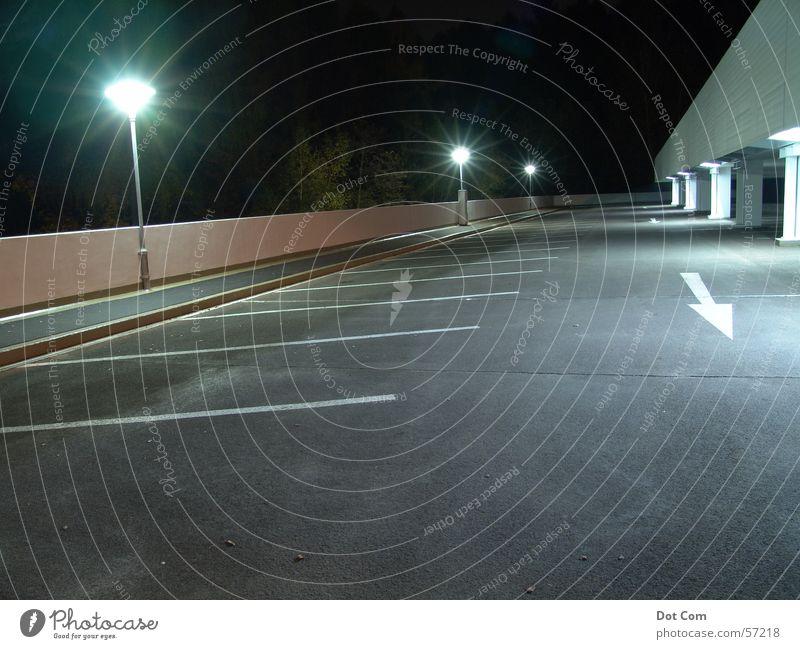 parking site Parkplatz Parkdeck Nacht einsahm leuchten