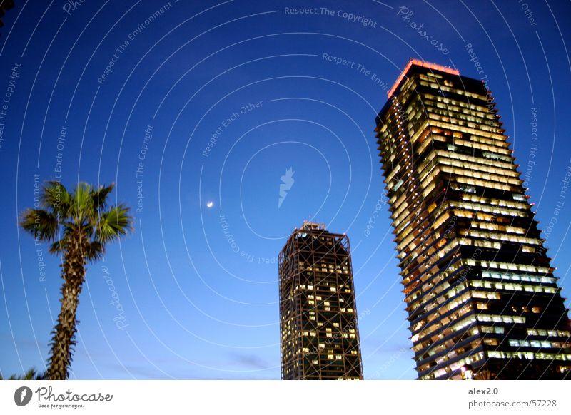 Palme Mond Haus blau dunkel Hochhaus Barcelona Mapfretower Hotel Arts