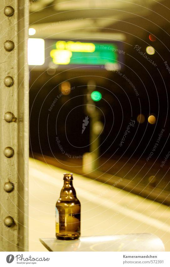 night an earth Getränk Bier Flasche Alkohol Sightseeing Nachtleben Stadt Menschenleer Bahnhof Verkehrsmittel Öffentlicher Personennahverkehr S-Bahn Bahnsteig