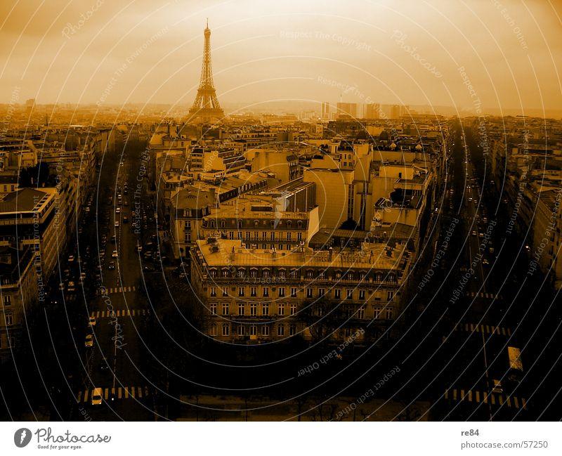 Paris d'orange - Magie in der Luft Frankreich Verkehr Tour d'Eiffel Zauberei u. Magie Hauptstadt U-Bahn french france francais Mensch Straße alt neu Himmel