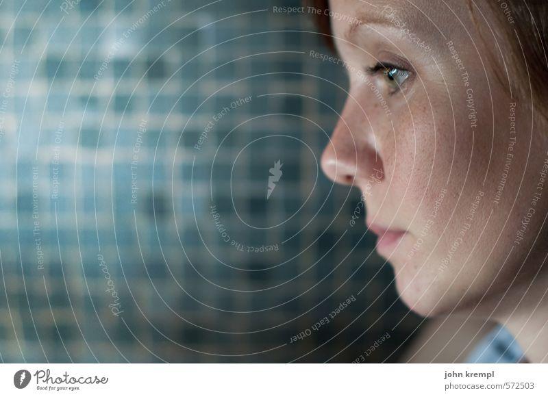 geduld | ig feminin Junge Frau Jugendliche Gesicht 1 Mensch 18-30 Jahre Erwachsene beobachten Denken Blick Langeweile Traurigkeit Müdigkeit Enttäuschung