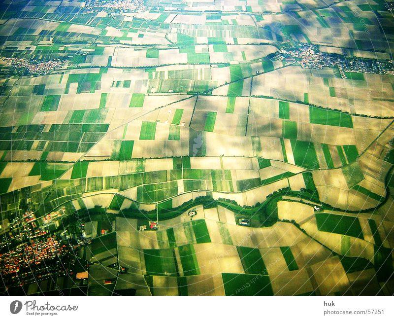 """""""kleinkarierter"""" blick von oben Feld Dorf Vogelperspektive gelb grün Muster Blick Erde Strukturen & Formen Luftaufnahme Schatten Wege & Pfade"""