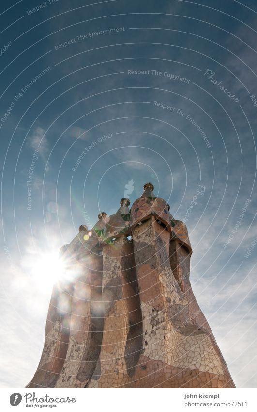 Gaudi Barcelona Spanien Stadt Hafenstadt Haus Bauwerk Gebäude Architektur Schornstein Sehenswürdigkeit Casa Batlló elegant historisch Glück Lebensfreude