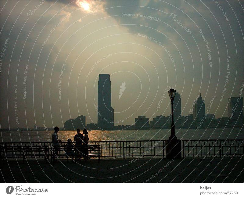 Sommerabendtraum schön ruhig sprechen Zusammensein glänzend Nebel geheimnisvoll Skyline Bucht Aussicht Tourist sanft Fußgänger Anmut Promenade