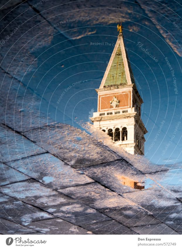 Markusplatz Ferien & Urlaub & Reisen Tourismus Sightseeing Städtereise Architektur Regen Kirche Dom Turm Sehenswürdigkeit Denkmal Moral Venedig Kirchturm Pfütze