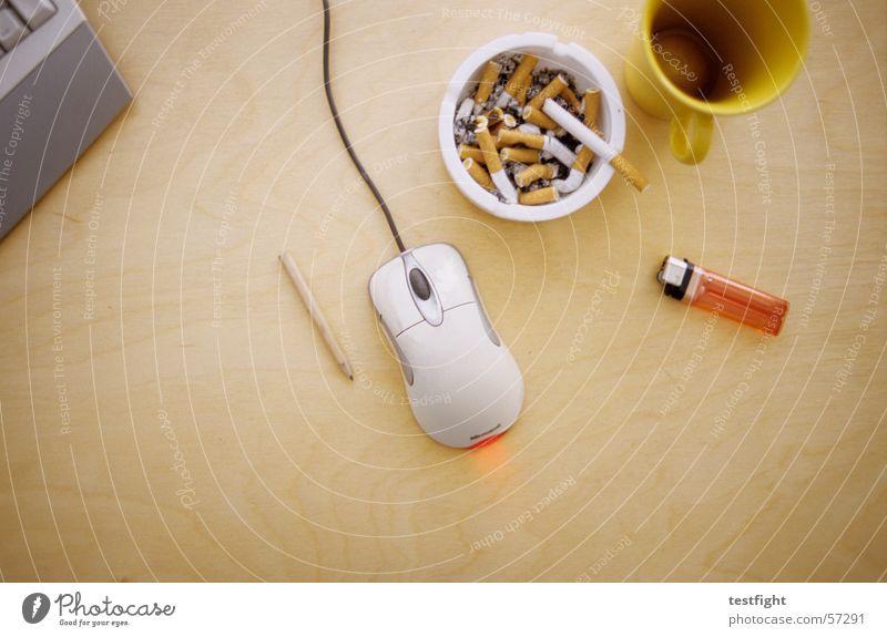 tasse, aschenbecher, feuerzeug, stift..... Tisch Aschenbecher Feuerzeug Schreibstift Tasse Zigarette Bleistift Computer Arbeit & Erwerbstätigkeit Holz Holzmehl