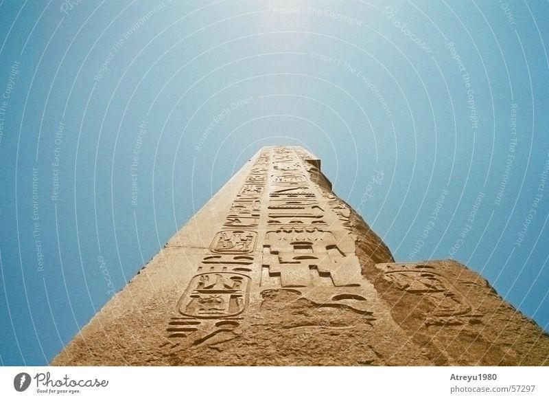 Obelisk Ägypten Karnak Granit Relief Tempel Theben Pharaonen Monolith Bauwerk Statue blenden Himmel atreyu alt egypt hoch