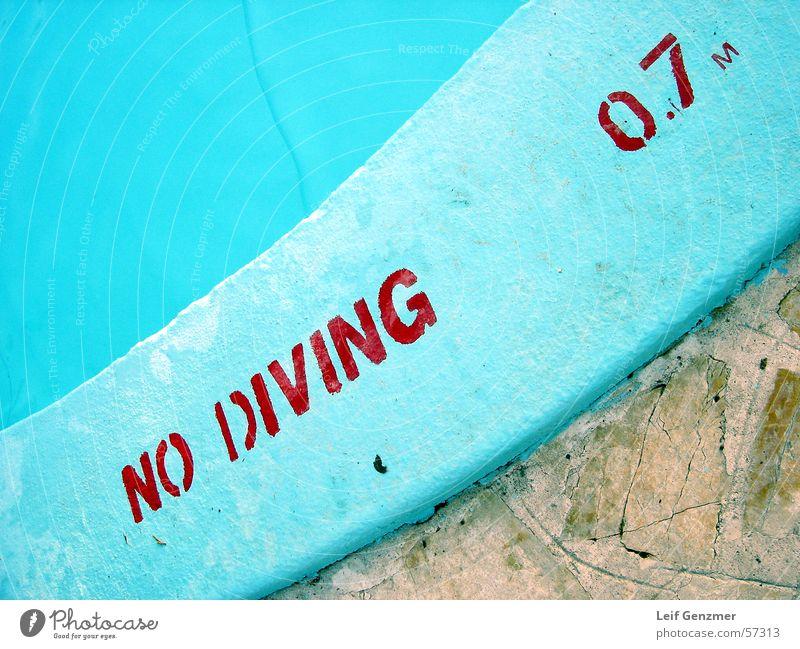 no diving at all gefährlich Schwimmbad Niveau bedrohlich türkis Respekt Verbote