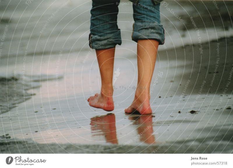 füsse ruhig Strand Meer Fuß Sand Wasser Herbst Wind Ostsee atmen Schwimmen & Baden Erholung gehen genießen laufen Ferien & Urlaub & Reisen rennen träumen