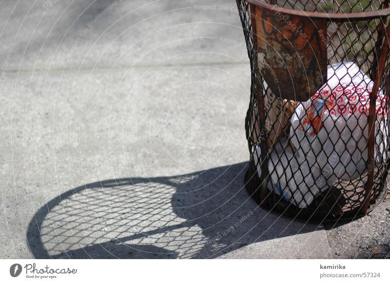 basket Müll Amerika Gitter papierkorp wastebasket trashig litter Graffiti Rost Lautsprecher Straße street