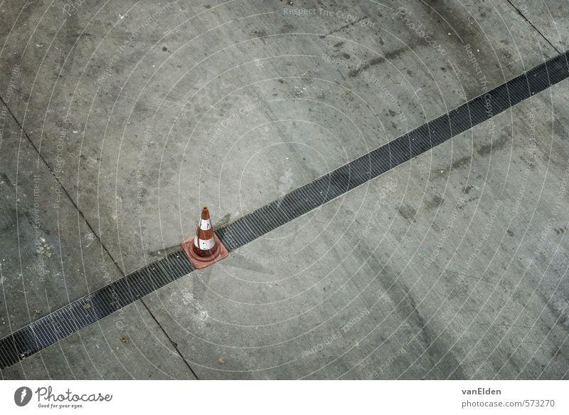 Pylon Arbeit & Erwerbstätigkeit Baustelle Industrie Güterverkehr & Logistik Umwelt Industrieanlage Fabrik Verkehrszeichen Verkehrsschild Beton Kunststoff