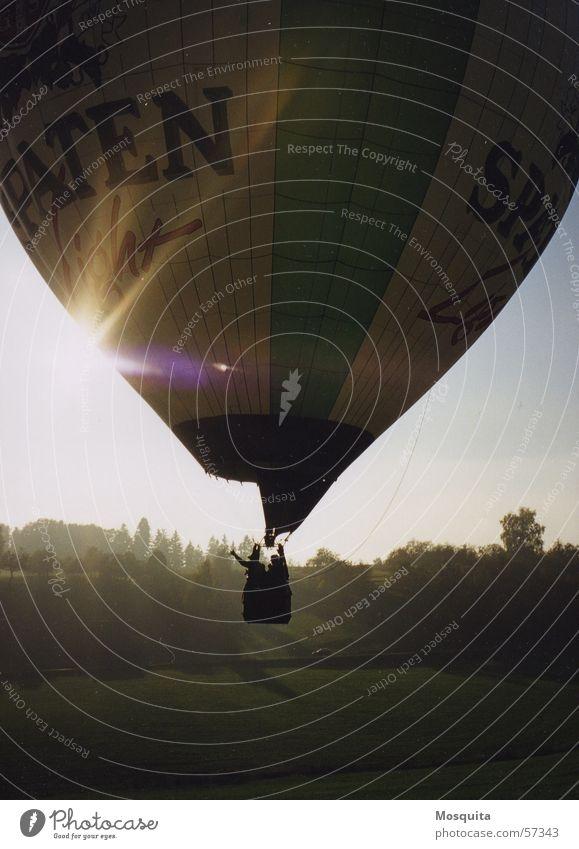 WinkeWinke Ballone Abschied Herbst Gegenlicht winken fliegen Sonne Tal Beginn